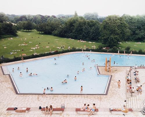 Ratingen Swimming Pool, 1987 - Andreas Gursky