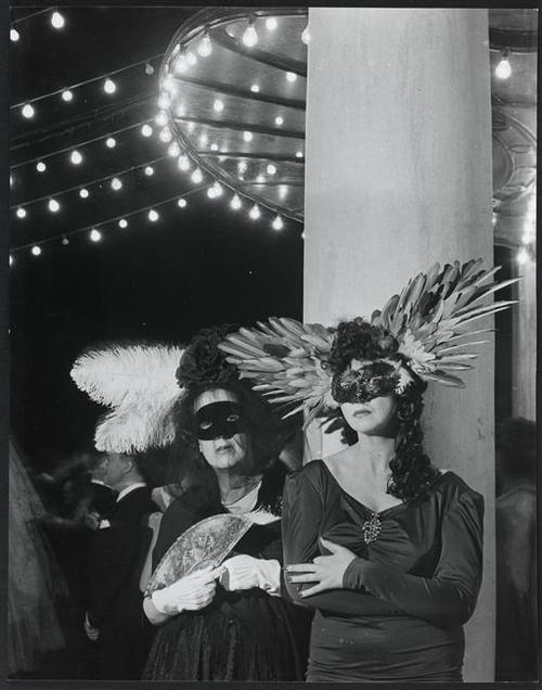 Marie-Laure de Noailles et Léonor Fini, 1946