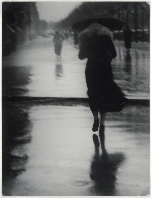 Passerby in the Rain, 1935