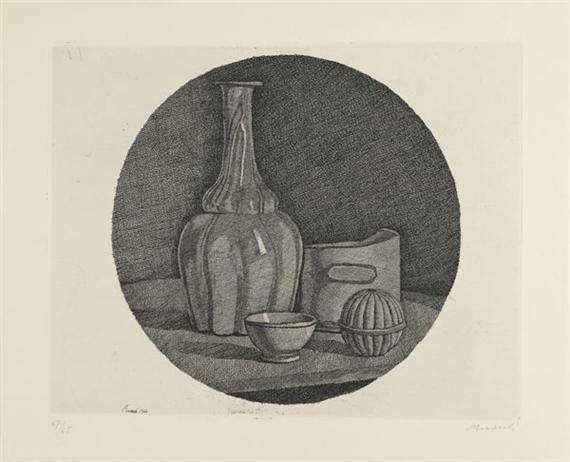 Grande natura morta circolare con bottiglia e tre oggetti, 1946 - Giorgio Morandi