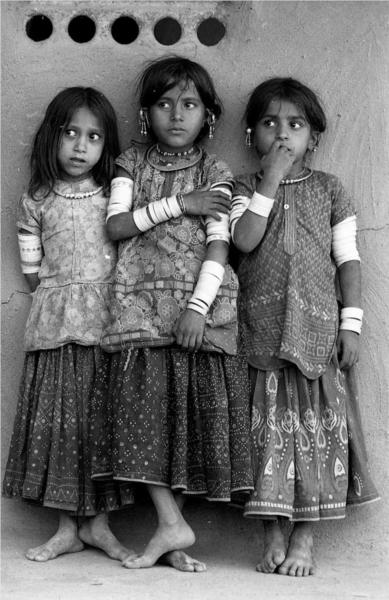 Three Harijan girls, Kutch, Gujarat, 1979 - Jyoti Bhatt