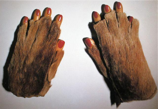 Fur Gloves with Wooden Fingers, 1936 - Мерет Оппенгейм