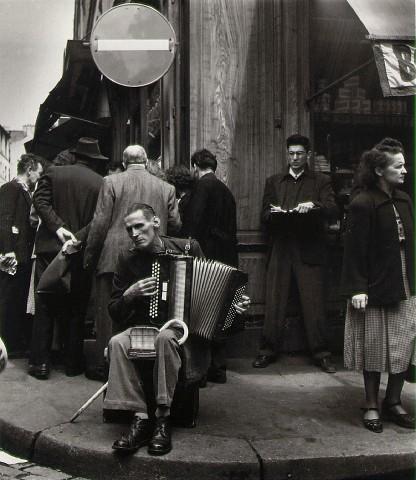 L'Accordeoniste, rue Mouffetard, 1951 - Robert Doisneau