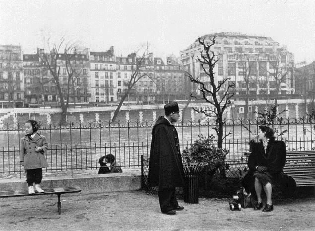 Square du vert galant 1950 robert doisneau for Les pachas du canape vert